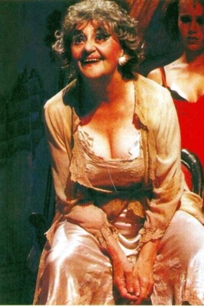 """2003 - A imagem mostra Laura Cardoso em cena de """"Veneza"""", peça do argentino Jorge Accame, com direção de Miguel Falabella"""