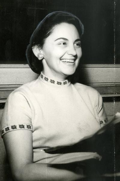 A atriz Laura Cardoso em foto de 1957