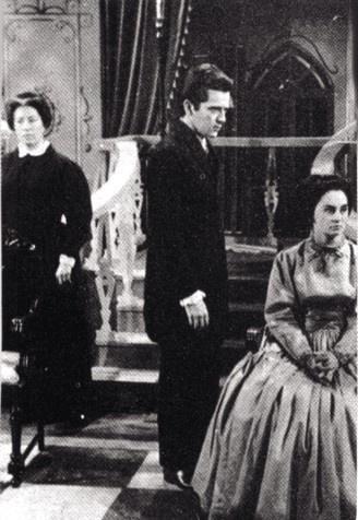 """Na imagem, Laura Cardoso (dir.) e Claudio Marzo em cena de episódio do programa """"TV Vanguarda"""", na Tupi"""