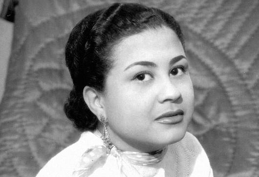 24.out.1959 - A cantora brasileira Dolores Duran, nascida Adiléia Silva da Rocha, morreu no Rio de Janeiro, aos 29 anos, vítima de um infarto fulminante, causado por uma combinação de sedativos, bebida alcoólica e cigarros