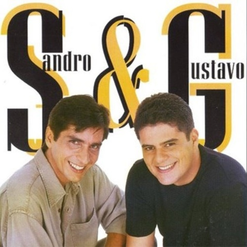 """13.dez.2000 - O músico Sandro (esq.), da dupla sertaneja Sandro & Gustavo, morreu aos 31 anos, após complicações da hepatite C, doença que havia sido diagnosticada cinco meses antes da morte. A dupla estourou nas paradas em 1999 com a música """"Garagem da Vizinha"""""""