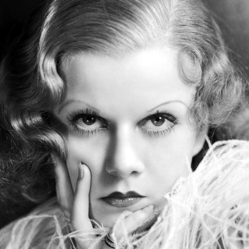 7.jun.1937 - A atriz norte-americana Jean Harlow morreu aos 26 anos de insuficiência renal. Acredita-se que o problema nos rins fora uma sequela devido a agressões do seu marido, Paul Bern, com quem ficou apenas dois meses casada, de julho a setembro de 1932, quando Bern se matou com um tiro na cabeça