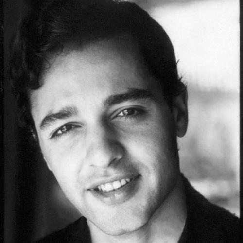 12.fev.1976 - Nascido nos Estados Unidos e de origem italiana, o ator Sal Mineo morreu aos 37 anos esfaqueado após um assalto quando chegava à sua casa, em West Hollywood, na Califórnia. Mineo ficou conhecido como o primeiro ator a assumir publicamente a sua homossexualidade