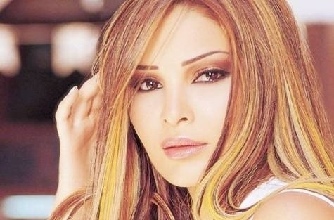 28.jul.2008 - A cantora libanesa Suzanne Tamim, que fez muito sucesso no oriente-médio, após aparecer em um show de talentos em seu país, foi assassinada a mando do político e empresário árabe Hisham Talaat Moustafa, de quem era amante. Em março de 2010, Hisham e o assassino de Suzanne, Mohsen al-Sukkari, foram condenados pelo crime. Hisham, que encomendou a morte, pegou 15 anos de prisão, enquanto Mohsen, que fez os disparos, pegou prisão perpétua. A cantora tinha apenas 30 anos quando foi morta