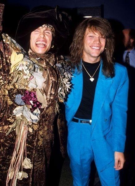 Década de 90: qual dos músicos estava com o look mais bizarro? Steven Tyler (esq.) ou Jon Bon Jovi?