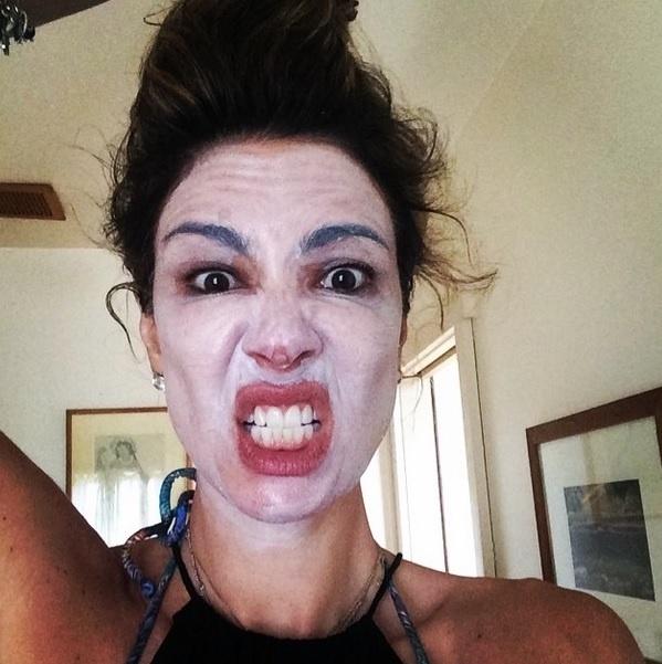 Luciana Gimenez pronta para enfrentar o sol