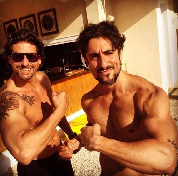Marcos Mion chama atenção dos fãs por sempre postar fotos malhando ou ao lado de amigos fortões
