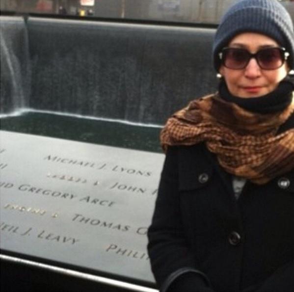 """Quando viaja, Sonia Abrão também faz questão de compartilhar alguns momentos com os fãs. """"No Memorial do 11 de setembro, em Nova York. Só tristeza no ar"""", escreveu"""