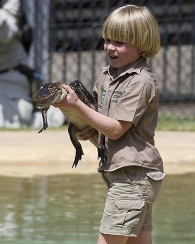 26.set.2012 - Robert Irwin aparece segurando um crocodilo em foto de 2012 durante comemoração de seu aniversário