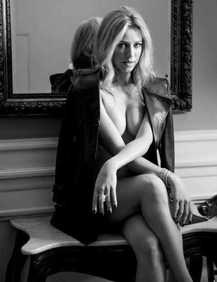 7.nov.2014 - A revista VIP liberou fotos inéditas do ensaio com Luana Piovani, que foi capa da edição de outubro da publicação. Na imagem, a atriz posa de topless.