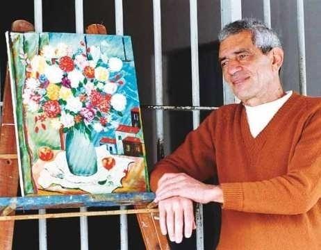"""Em 1966 e 1976 - Francisco Costa Rocha, o Chico Picadinho - Em 1968, foi condenado a 17 anos e seis meses de prisão, mas, após oito anos, ganhou novamente a liberdade por bom comportamento e, dez anos após o primeiro crime, cometeu o segundo. Fugiu, mas foi preso no mesmo ano. Apesar de o Código Penal brasileiro prever que ninguém deva ficar mais de 30 anos preso, o caso de Chico Picadinho é considerado uma exceção, pois a avaliação feita por especialistas mostrou características de transtorno mental, indicando que Picadinho """"não possuía condições de gerir a sua vida civil sem representar ameaça à sociedade"""". Com isso, o Ministério Público obteve uma interdição civil que mantém o assassino longe da sociedade, usando para tal um decreto de 1934, assinado pelo então presidente Getúlio Vargas, que determina que psicopatas podem ser mantidos indefinidamente em estabelecimentos psiquiátricos para receber tratamento."""