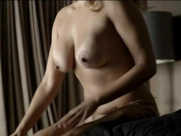 """14.dez.2014 - A série """"O Negócio"""", da HBO, é repleta de cenas de sexo e nudez"""