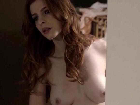 """14.dez.2014 - Cena de topless na série """"O Negócio"""", da HBO"""