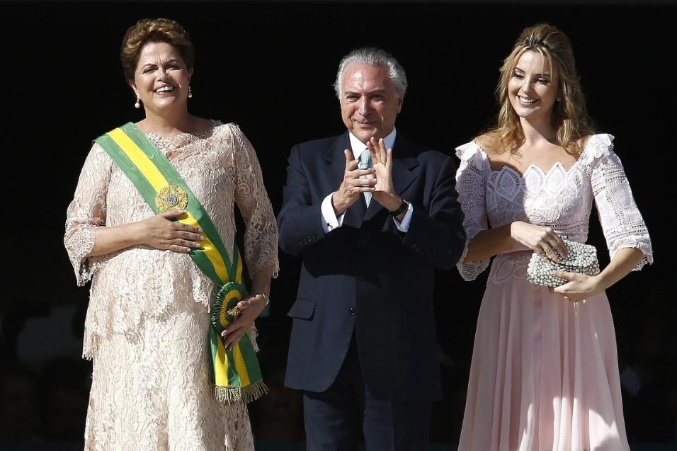 1º.jan.2015 - A presidente Dilma, o vice-presidente Michel Temer e sua esposa, Marcela Temer, durante cerimônia de posse em Brasília