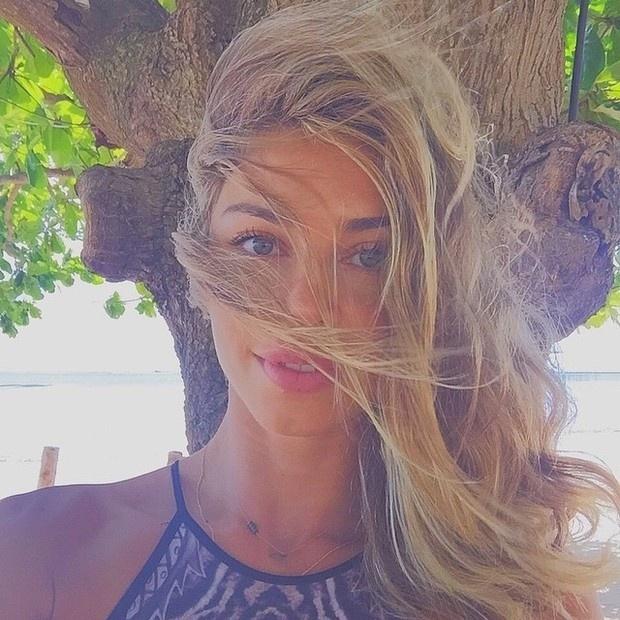"""5.jan.2015 - A atriz Grazi Massafera publicou uma foto em que aparece descabelada, mas nem assim deixou de agradar a seus fãs. """"Uma barbie"""", """"Meu deus como pode ser tão linda"""" e """"Perfeita"""" foram alguns dos comentários dos seguidores da beldade no Instagram"""