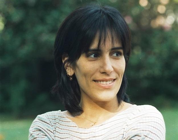 Glória Pires, no papel de Rafaela, farsante que se passa por Marieta, sobrinha de Berdinazi
