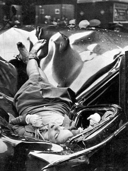 21.jan.2015 - Algumas fotografias tiradas no momento certo são capazes de entrar para a eternidade. Na foto, o registro da morte de Evelyn McHale, que pulou de uma plataforma de observação do Empire State Building, em Nova York. A fotografia é de Robert C. Wiles e foi capa da revista gringa Life, em 1947. Confira a seguir outras imagens raras e curiosas