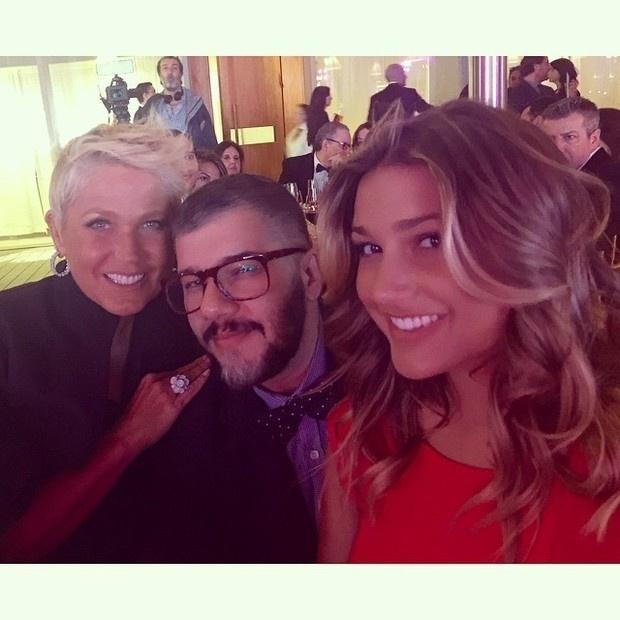 1.fev.2015 - Na imagem, Xuxa e Sasha com o maquiador Ton Reis em Miami