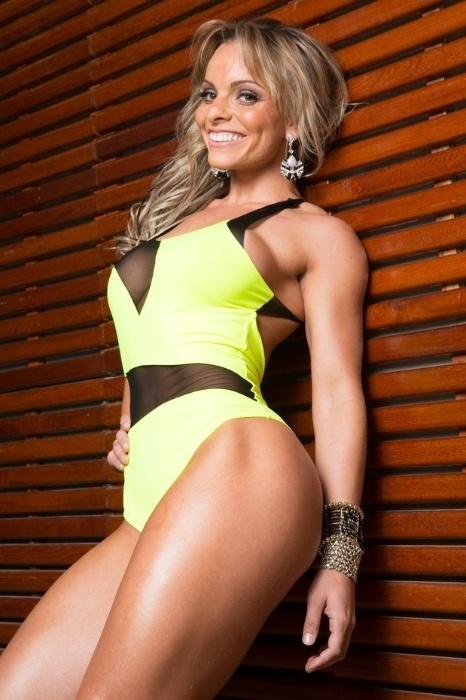 20.fev.2015 - Indianara Carvalho posa sensual em ensaio para uma marca fitness