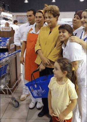 Presidente DIlma tira foto em supermercado em Montevidéu - Reprodução/El País