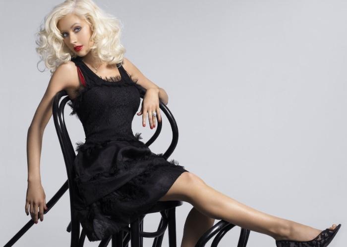 """De acordo com o jornal The Sun, Christina Aguilera tem um fetiche por sexo na cozinha, em especial na pia. A cantora também contou que gosta de brincar de médico na """"hora H"""" e que tem até apetrechos para apimentar a brincadeira. Para trilha sonora, a loira aposta nos hits da banda Radiohead"""