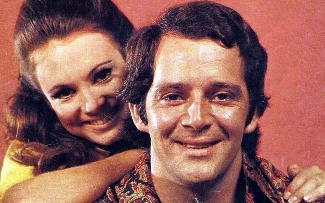 """1970 - Cláudio Marzo e Regina Duarte em """"Véu de Noiva"""""""