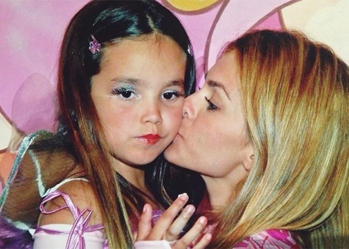 24.mar.2015 - Na imagem, Kelly Key posa ao lado da filha Suzanna, do seu relacionamento com Latino
