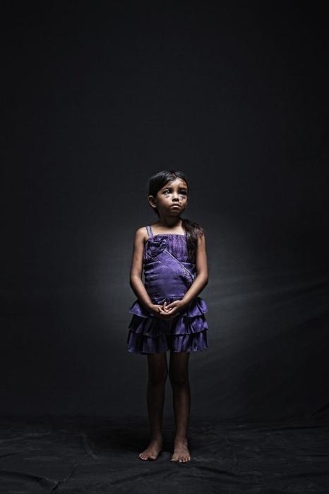 30.mar.2015 - Yenifer e suas duas irmãs foram vítimas de um acidente de carro na cidade mexicana de Chiapas. O carro tinha como destino os Estados Unidos e era guiado por imigrantes ilegais. O projeto fotográfico de Nicola Frioli, denominado