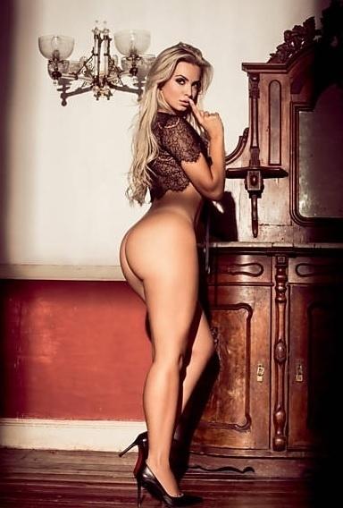 """1°.abr.2015 - A modelo Veridiana Freitas, capa da Playboy de abril, confessou por meio de um comunicado que está realizando um sonho. """"Sou fã da revista há muito tempo, tenho várias revistas na minha coleção"""", afirmou ela, que elogiou Luma de Oliveira. """"Sempre tive a Luma de Oliveira como uma musa inspiradora"""", completou a loira, que se tornou conhecida por um suposto caso com Gusttavo Lima"""