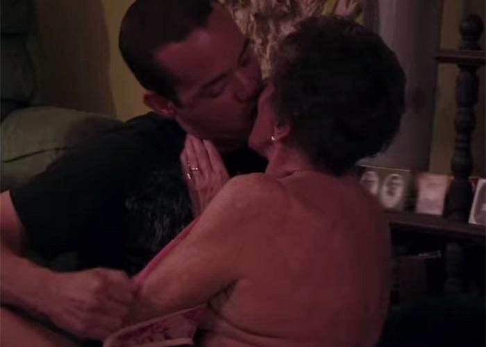 6.abr.2015 - Um programa de TV na Inglaterra, exibido pelo Channel 5 na noite da última terça-feira (31), causou polêmica entre os telespectadores ao mostrar um documentário sobre jovens que gostam de fazer sexo com mulheres idosas.  No filme -