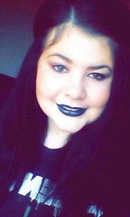 """9.abr.2015 - Eve Hirst, de 14 anos, criou a sua própria alternativa para lidar com bullying sofrido na escola: através da maquiagem, ela se transforma em personagens aterrorizantes como uma forma de expressar os seus sentimentos. A mãe da adolescente, Becky Hirst, contou em entrevista ao Mirror que Eva sofreu com perseguições durante toda a sua vida escolar por causa do seu peso. """"Ela era chamada de ?Fat Eve? ou """"Big Eve"""" (Gorda Eve ou Grande Eve)?, declarou Becky."""