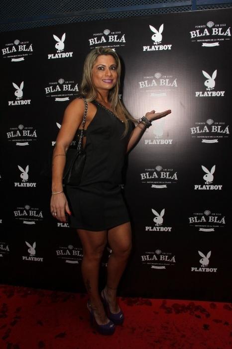 14.abr.2015 - Dani Sperle, que vai participar do Miss Bumbum 2015, marcou presença em uma champanheria do Rio de Janeiro, na festa de lançamento da Playboy