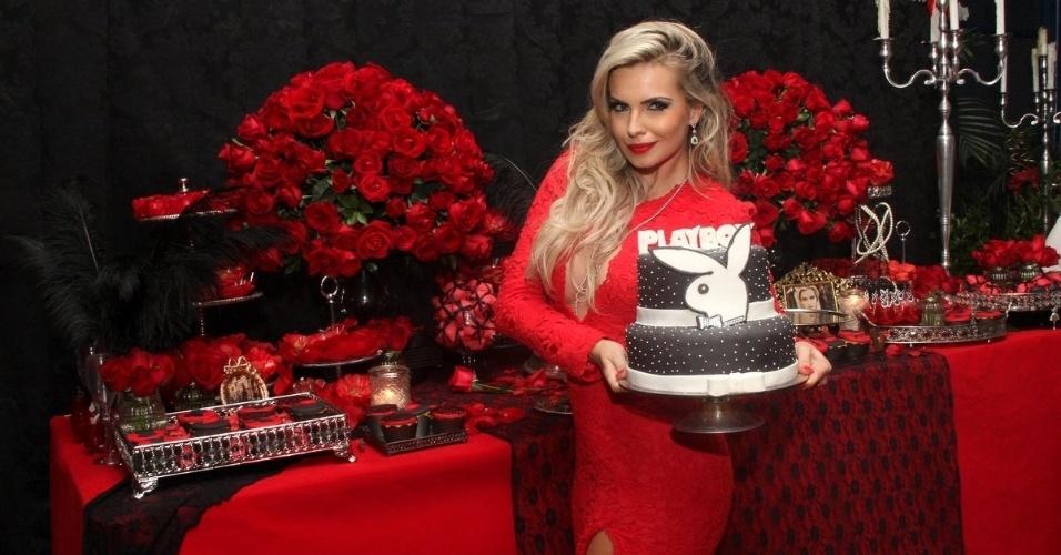 14.abr.2015 - Veridiana Freitas celebra festa de lançamento de sua Playboy. A modelo é a capa da revista do mês de abril