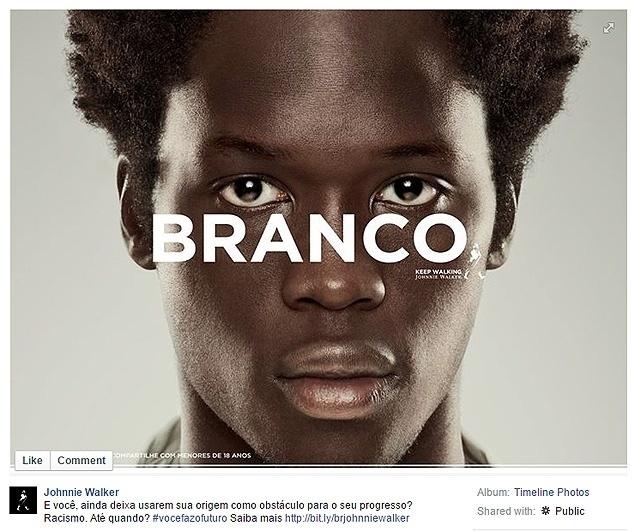"""20.nov.2014 - No Facebook, o perfil de Johnnie Walker publicou uma fotografia de um homem negro. Sobre a imagem, foi escrita a palavra """"branco"""", além do famoso slogan da bebida: """"Keeping walking"""". Na parte de baixo, a seguinte frase: """"E você, ainda deixa usarem sua origem como obstáculo para o seu progresso? Racismo. Até quando? #vocefazofuturo"""". Grande parte das mensagens reclamou que, com a frase, Johnnie Walker culpa os negros pelo racismo que sofrem. Em nota à Folha, a empresa declarou: No sábado (22) à tarde, após a publicação da reportagem, a empresa enviou uma nota à Folha: """"A marca promove em sua campanha a reflexão sobre a importância das atitudes pessoais como forma de mudar o próprio futuro, abordando diversos temas como eleições, carreira, casamento gay, consumo responsável, crise hídrica, entre outros. Johnnie Walker sente que o post acima tenha sido interpretado de maneira ofensiva e reforça sua posição de respeito a todas as raças""""."""