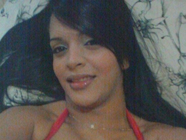 17.abr.2015 - A dançarina Amanda Bueno, que já foi integrante dos grupos de funk Jaula das Gostozudas e Gaiola das Popozudas, foi assassinada dentro de sua casa, na Baixada Fluminense, no Rio. De acordo com o G1, agentes da Divisão de Homicídios da Baixada Fluminense (DHBF) informaram que o companheiro de Amanda, que não teve o nome divulgado, é o principal suspeito de ter cometido o crime. Ele foi preso no fim da noite