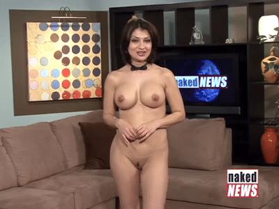 "25.abr.2015 - 25.abr.2015 - Natasha Olenski apresenta o telejornal ""Naked News"" completamente nua"