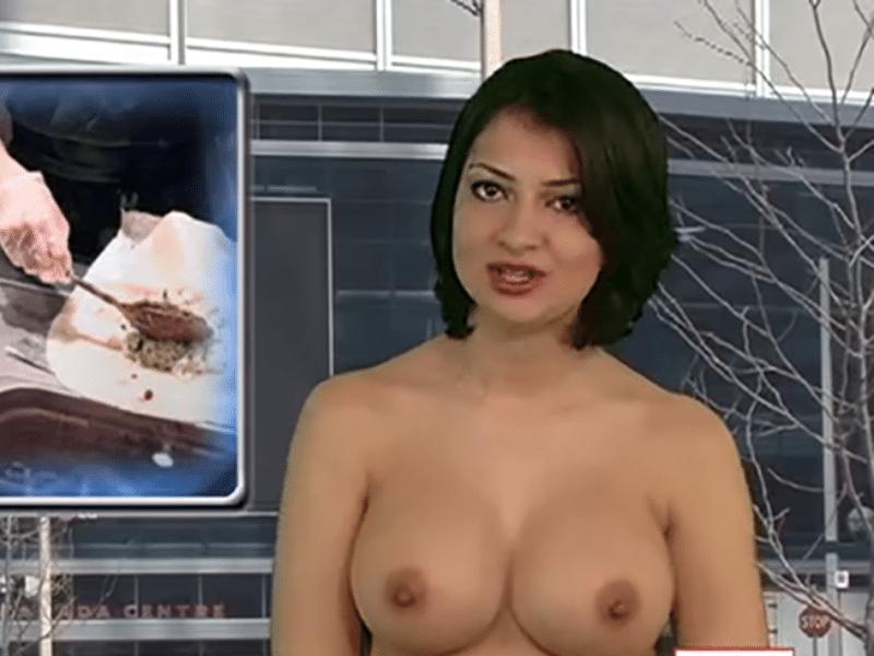 """25.abr.2015 - Há mais de 10 anos no ar, o telejornal canadense """"Naked News"""" aumenta a cada dia o seu sucesso na televisão a cabo e na internet. Com o slogan """"O programa que não tem nada a esconder"""", a atração se destoa das demais por mostrar suas apresentadoras - seis no total - completamente nuas. Funciona assim: a cada notícia divulgada, a apresentadora tira uma peça de roupa. No final do noticiário, ela fica como veio ao mundo. Na imagem acima, a apresentadora Natasha Olenski"""