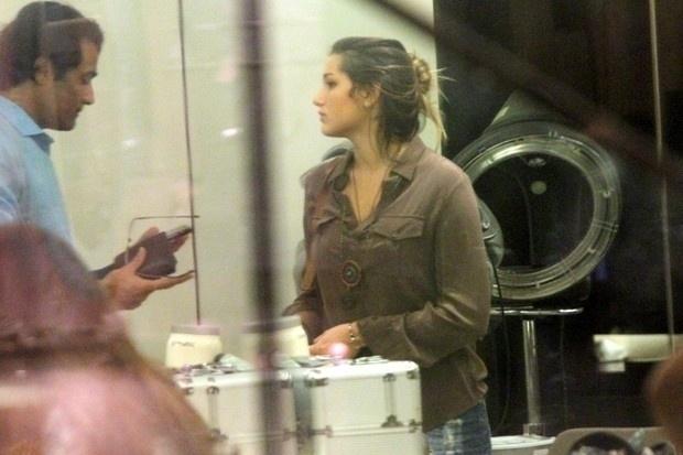 25.abr.2015 - Ao lado de seu pai, Luciano Szafir, Sasha foi até um salão de beleza em um shopping do Rio de Janeiro