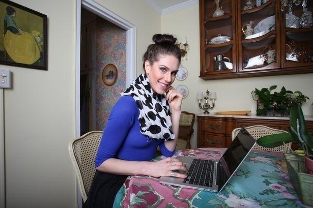 30.abr.2015 - Cassandra Bankson, que vive em São Francisco, na Califórnia (EUA), administra um canal no YouTube, o Diamonds And Heels, onde dá conselhos para superar o bullying e dá conselhos sobre como cuidar da pele.