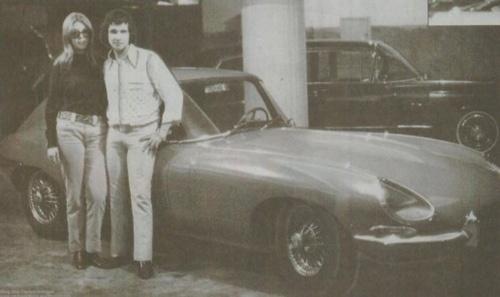 """1968 - A gravadora CBS deu a Roberto Carlos um Jaguar E-type em 1968. O carro inspirou a música """"120... 150... 200km por hora""""."""