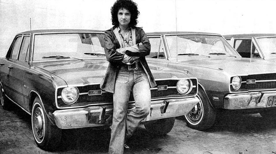 ANOS 70 - Nos anos 70, Roberto Carlos teve até uma locadora de carros, a Remys. A frota de carros era composta por doze Dodge Darts de várias cores, completos, com ar-condicionado e rádio.