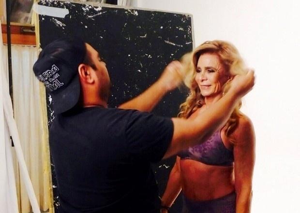 5.mai.2015 - Nadja aparece nos bastidores da campanha de lingerie da loja Duloren. Ela é mãe da atriz Danielle Winits e, aos 48 anos, deu à luz Vitor