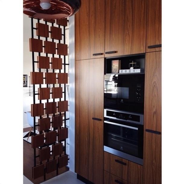 Na imagem, detalhes da cozinha de um apartamento na França, postada pelo perfil do Instagram Flodeau