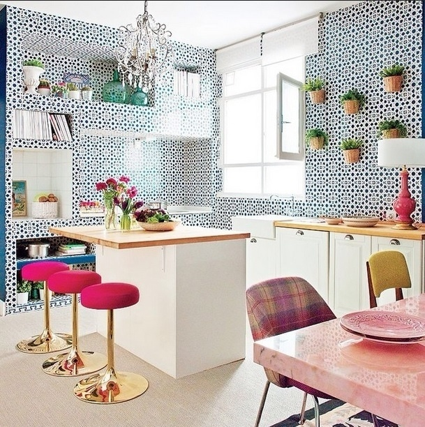 Na imagem, postada no perfil Miss Elanea no Instagram, a designer de interiores colombiana Ana Cortés mostra que não precisa de muito para ter uma cozinha super agradável e clean