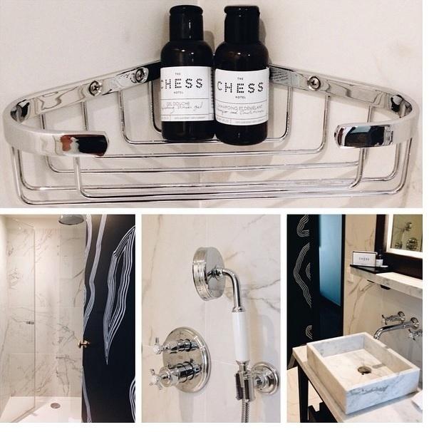 Parte da decoração de um banheiro em Paris. Imagem postada pelo perfil Flodeau, no Instagram