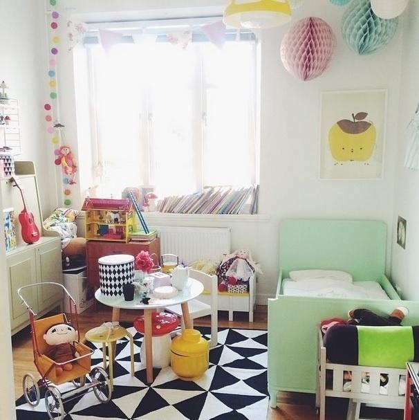 Inspiração de decoração para quarto de bebê. Imagem postada no perfil Bonjour, Madeleine