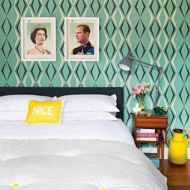 """""""Papel de parede é sempre uma boa ideia para criar texturas interessantes"""", diz a legenda no perfil Miss Lanea"""