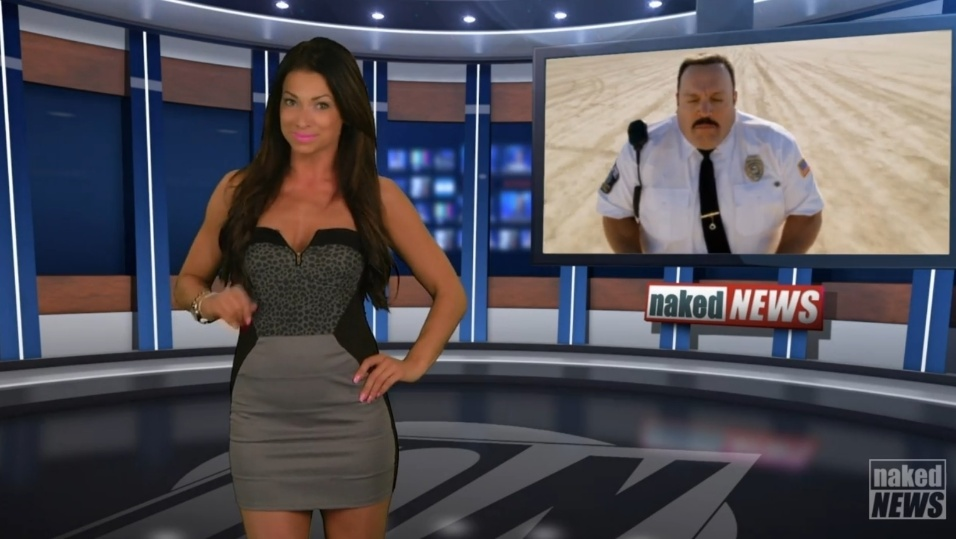 """22.mai.2015 - Madison Banes inicia o """"Naked News"""", ainda com roupa, chamando a primeira notícia"""