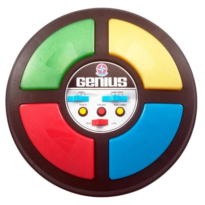 1. Genius, que unia luzes e cores em um divertido jogo de memorização