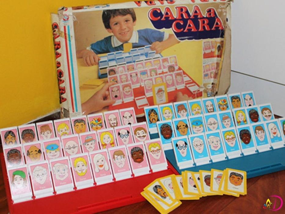 12. Cara a Cara era um jogo de adivinhações nos anos 90. Um jogador escolhia uma carta e o adversário tinha que adivinhar as características